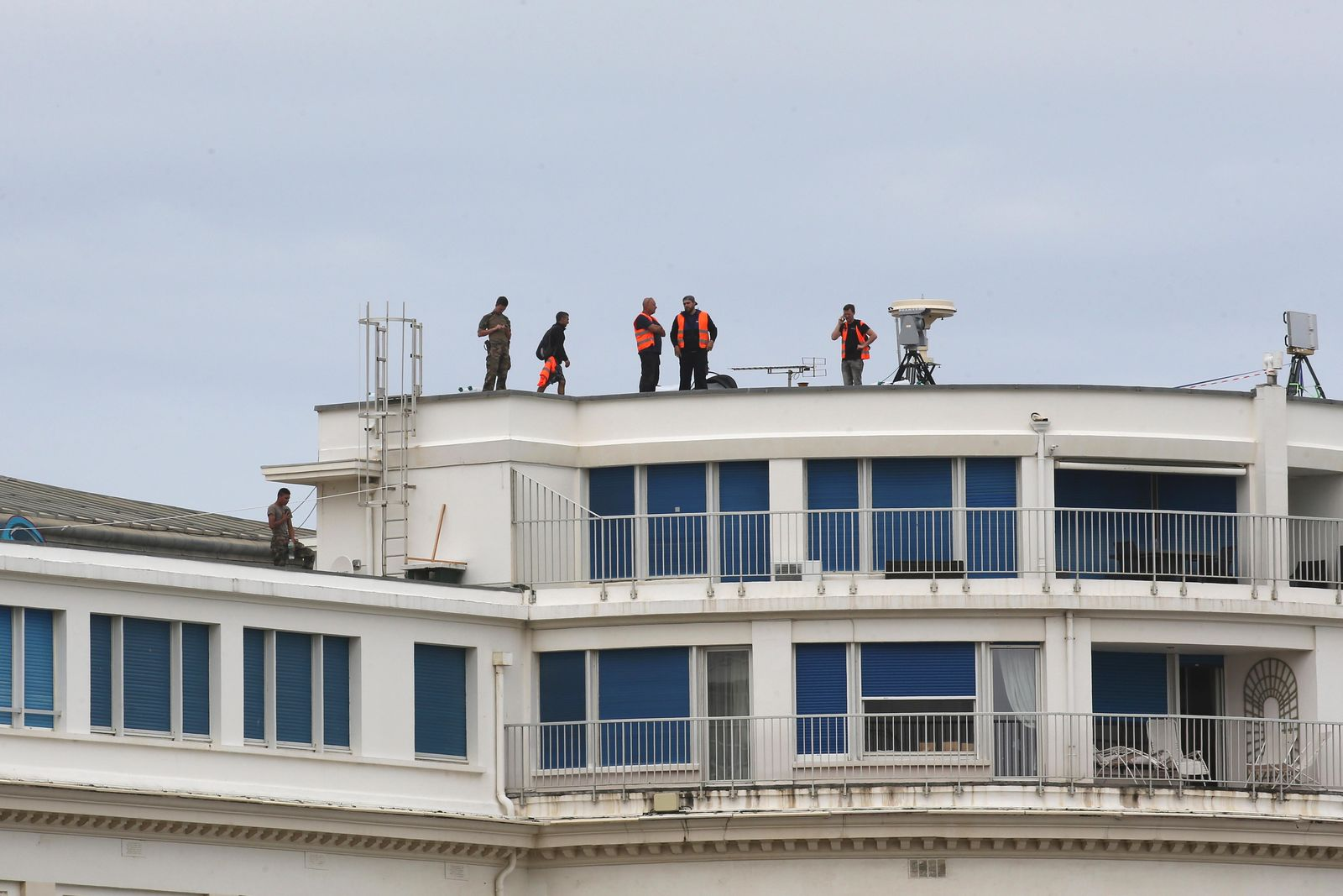 Soldiers and security forces secure the roof of the Casino Bellevue, a venue of the upcoming G7 summit, Tuesday, Aug.20, 2019 in Biarritz, southwestern France. French police are setting up checkpoints and combing Atlantic beaches to secure the southwestern coast for world leaders coming for the G-7 summit. (AP Photo/Bob Edme)
