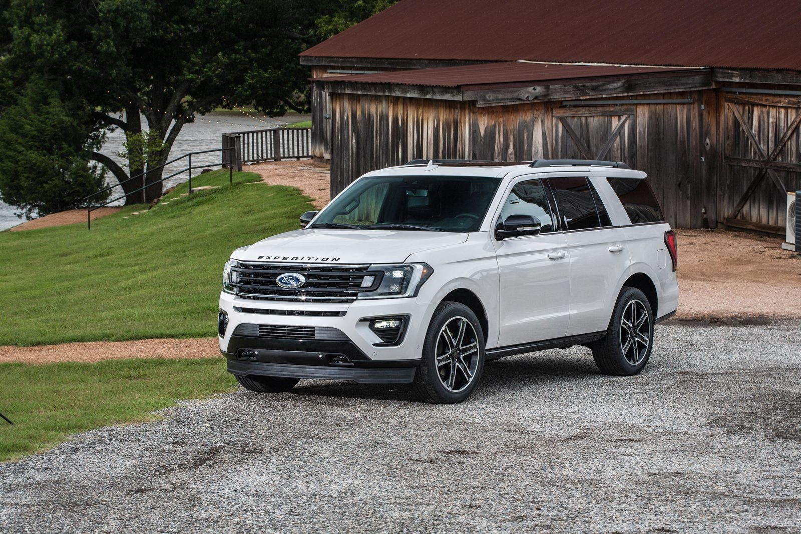 2019 Ford Expedition Stealth Edition{ }(Photo: Ford)