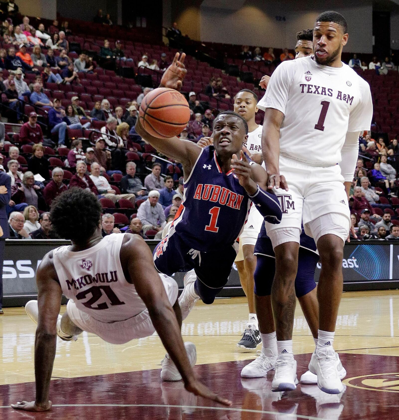 Auburn guard Jared Harper (1) loses the ball on a drive to the basket between Texas A&M forward Christian Mekowulu (21) and guard Savion Flagg (1) during the first half of an NCAA college basketball game, Wednesday, Jan. 16, 2019, in College Station, Texas. (AP Photo/Michael Wyke)