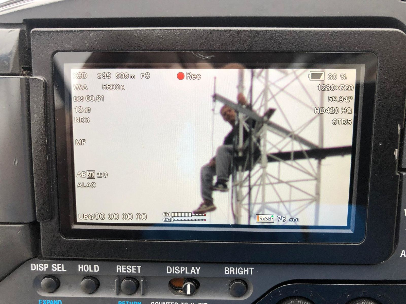 Police: Man climbs Florida radio tower, threatens to jump (Photo: WEAR)