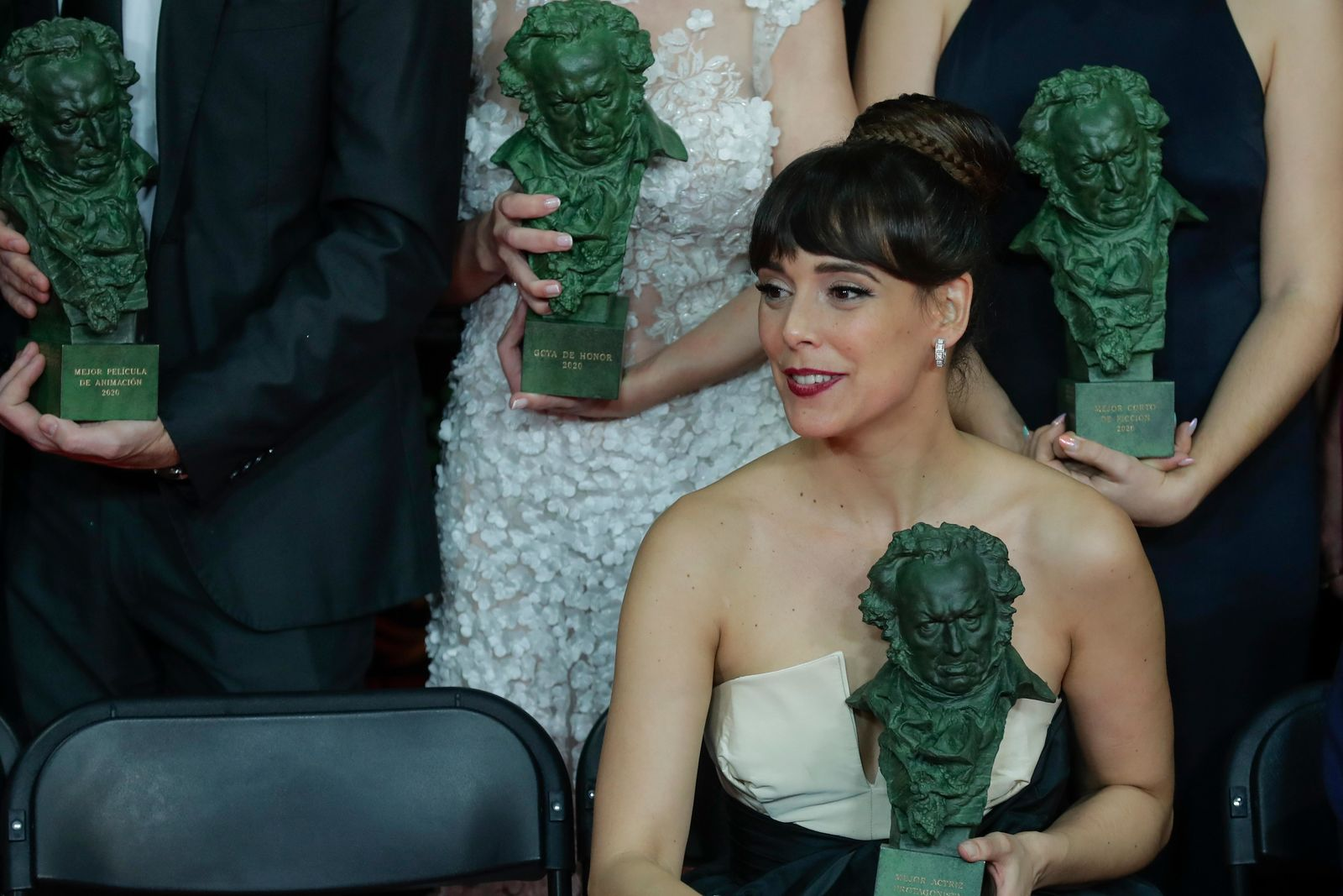 "Belen Cuesta holds her trophy after wining the best leading actress award for ""La trinchera infinita"" during the Goya Film Awards Ceremony in Malaga, southern Spain, early Sunday, Jan. 26, 2020. The annual Goya Awards are Spain's main national film awards. (AP Photo/Manu Fernandez)"