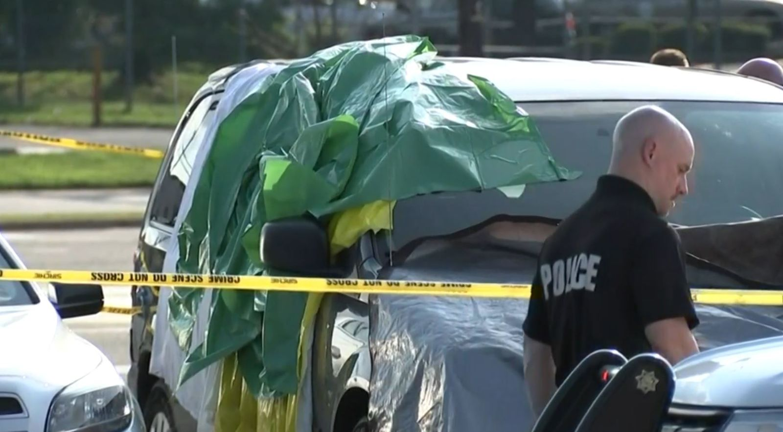 Report: 2-year-old suffocates to death inside hot minivan in New Jersey (KYW/CBS Newspath)
