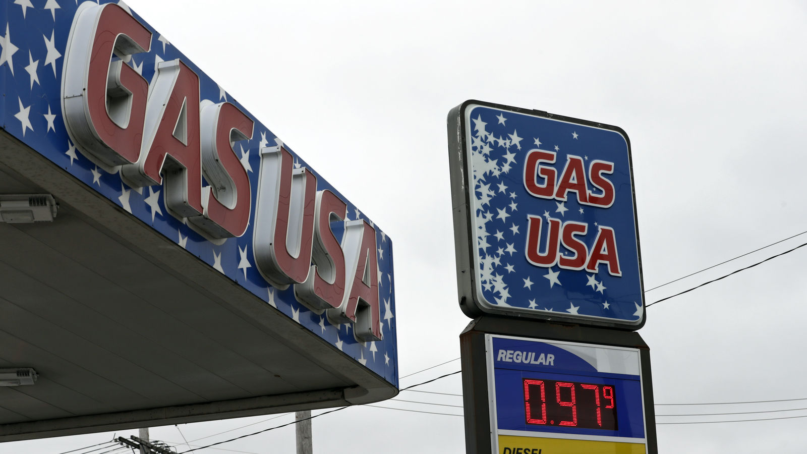 Gas USA is selling gas for 97.9 cents a gallon, Monday, March 30, 2020, in Cleveland.{ } (AP Photo/Tony Dejak)