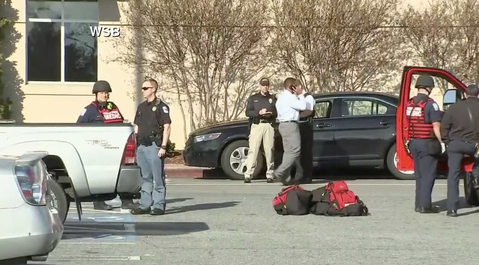 Shooting incident at crowded Atlanta mall sparks panic (Screenshot courtesy of WGCL)