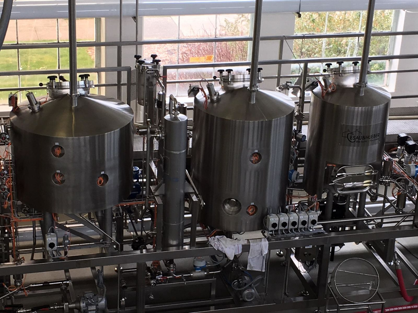 Oregon State University built a new research brewery thanks to a $1 million gift from Carlos Alvarez, chairman and chief executive officer of The Gambrinus Company, a San Antonio-based beer company that owns BridgePort Brewing Company in Portland, Oregon; the Spoetzl Brewery in Shiner, Texas; and the Trumer Brewery in Berkeley, California.{ }KVAL News took a tour of the new facility Thursday. (SBG)