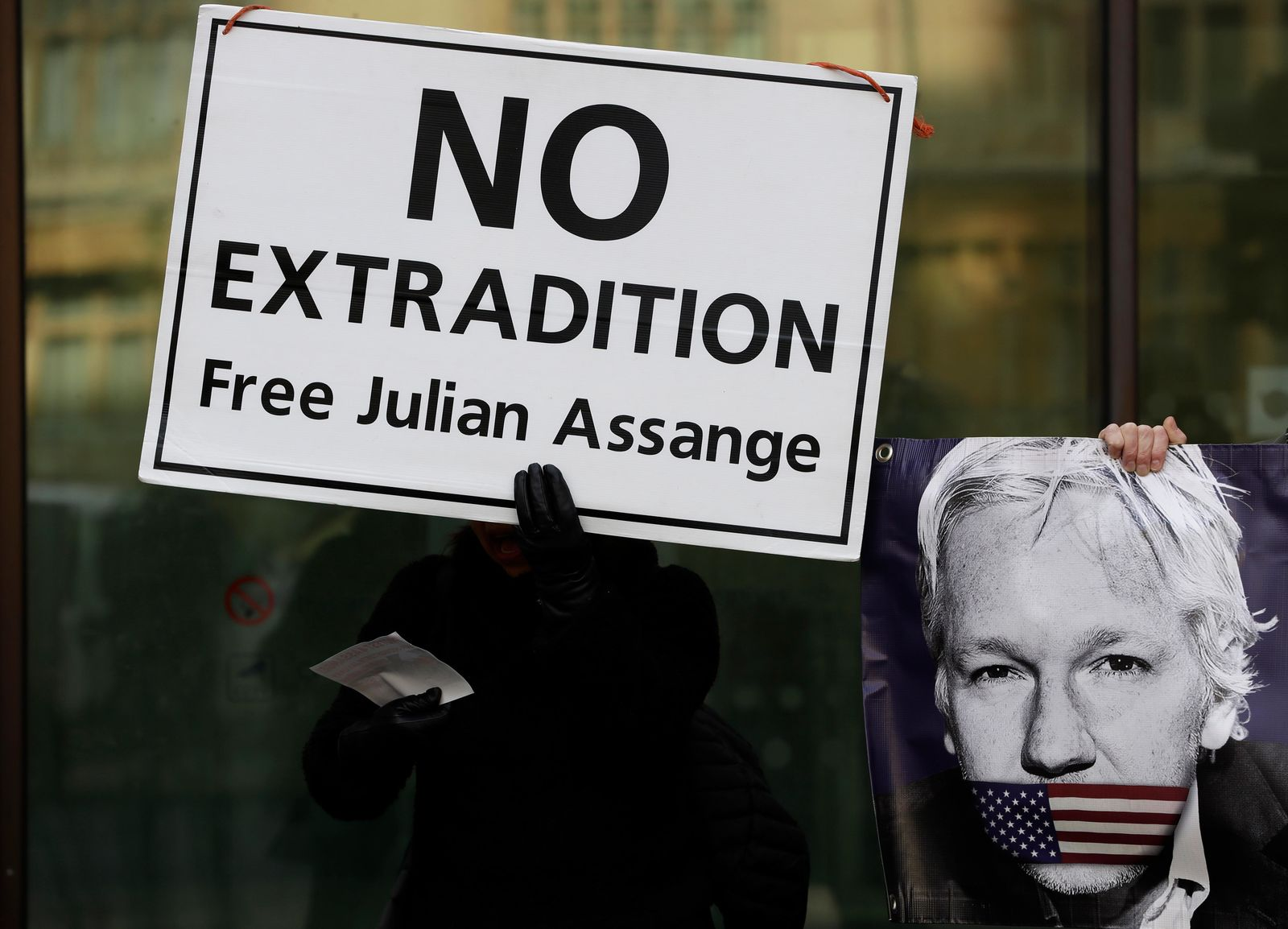 Una protesta a favor de Julian Assange en Londres el 13 de enero del 2020. (AP Photo/Kirsty Wigglesworth)