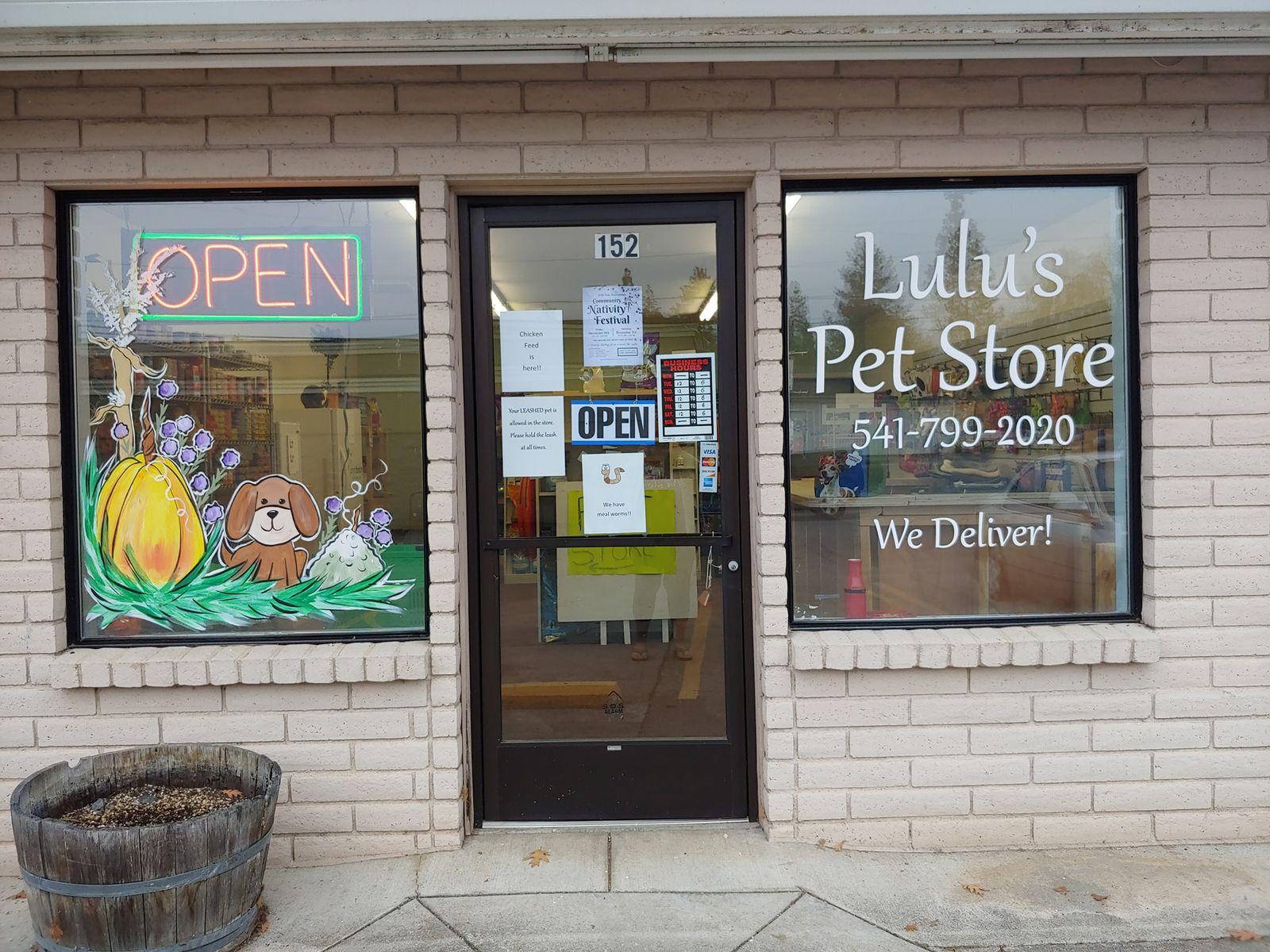 Front of Lulu's Pet Store in Merlin (Picture Courtesy to Maria Modica/News 10).{ }