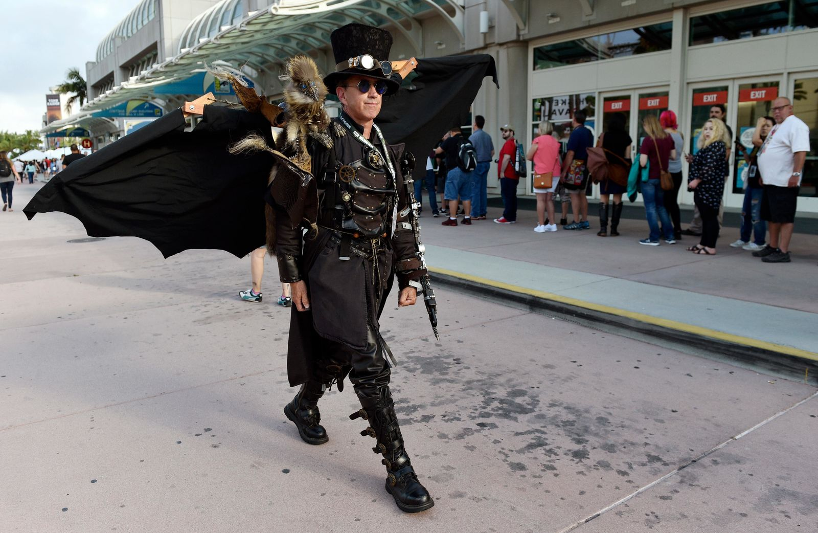 Dean LeCrone, of San Diego, wears his Dr. Artemus Peepers costume as he walks past attendees to Preview Night of the 2018 Comic-Con International at the San Diego Convention Center, Wednesday, July 18, 2018, in San Diego. LeCrone said that this year marks his 28th Comic-Con. (Photo by Chris Pizzello/Invision/AP)