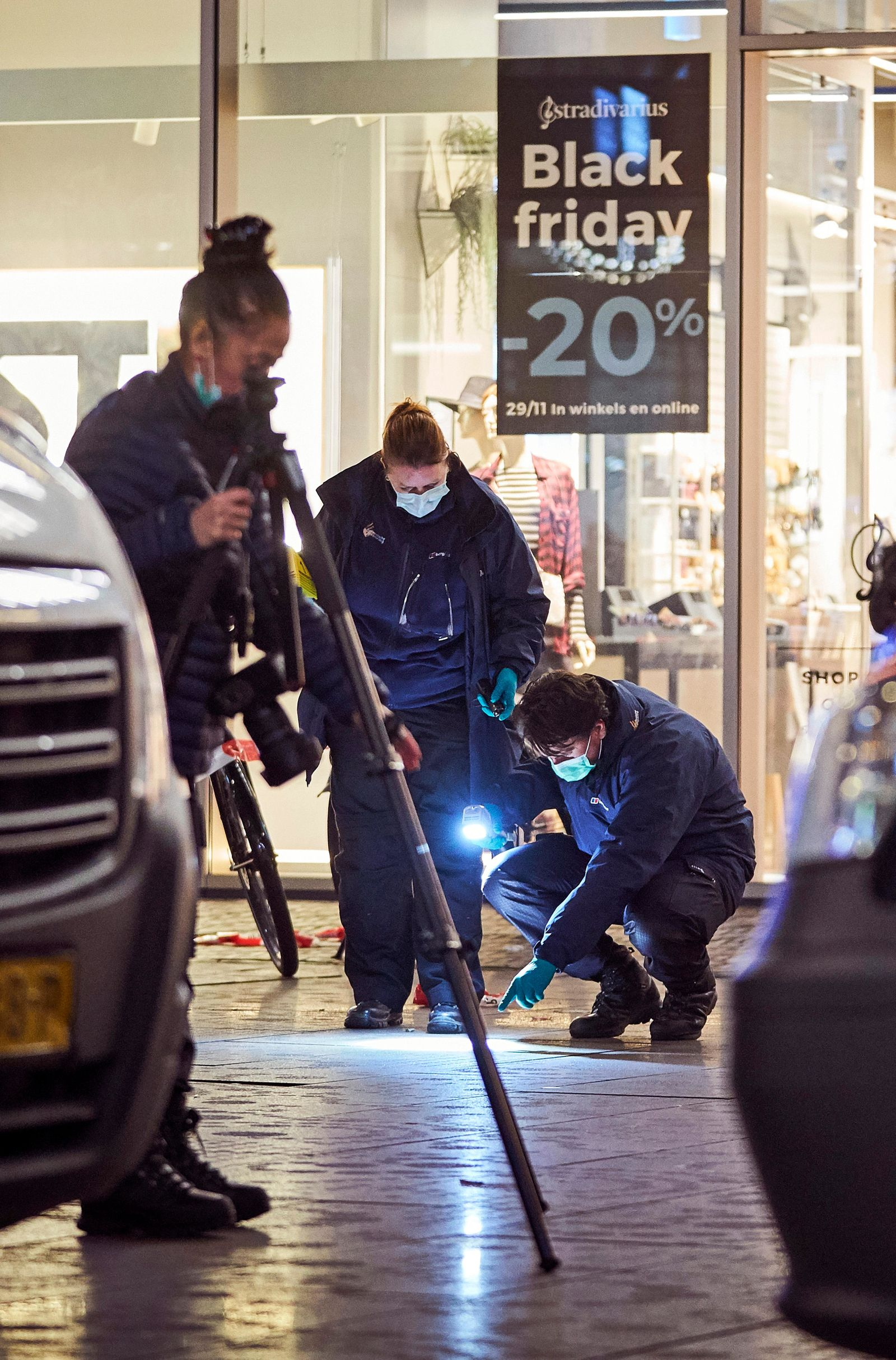 Forensic experts look for clues on the scene of a stabbing incident in the center of The Hague, Netherlands, Friday, Nov. 29, 2019. Dutch police say multiple people have been injured in a stabbing incident in The Hague's main shopping street. (AP Photo/Phil Nijhuis)