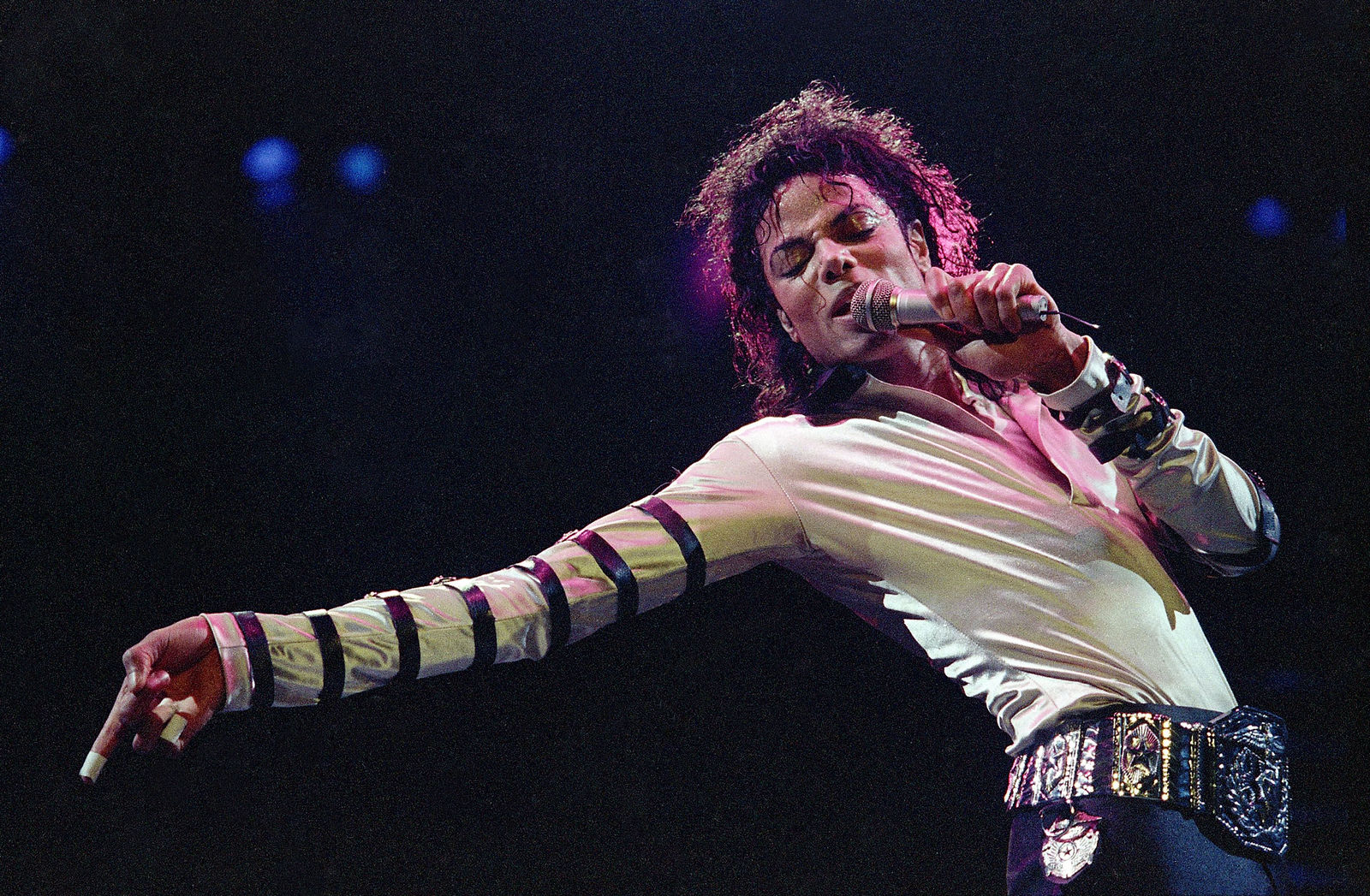 FILE - In this Feb. 24, 1988 file photo, Michael Jackson performs during his 13-city U.S. tour in Kansas City, Mo. The estate of Michael Jackson has landed the late King of Pop the biggest recording deal in history: a $200 million guaranteed contract with Sony Music Entertainment for 10 projects over seven years, according to a person familiar with the deal.  (AP Photo/Cliff Schiappa, File)