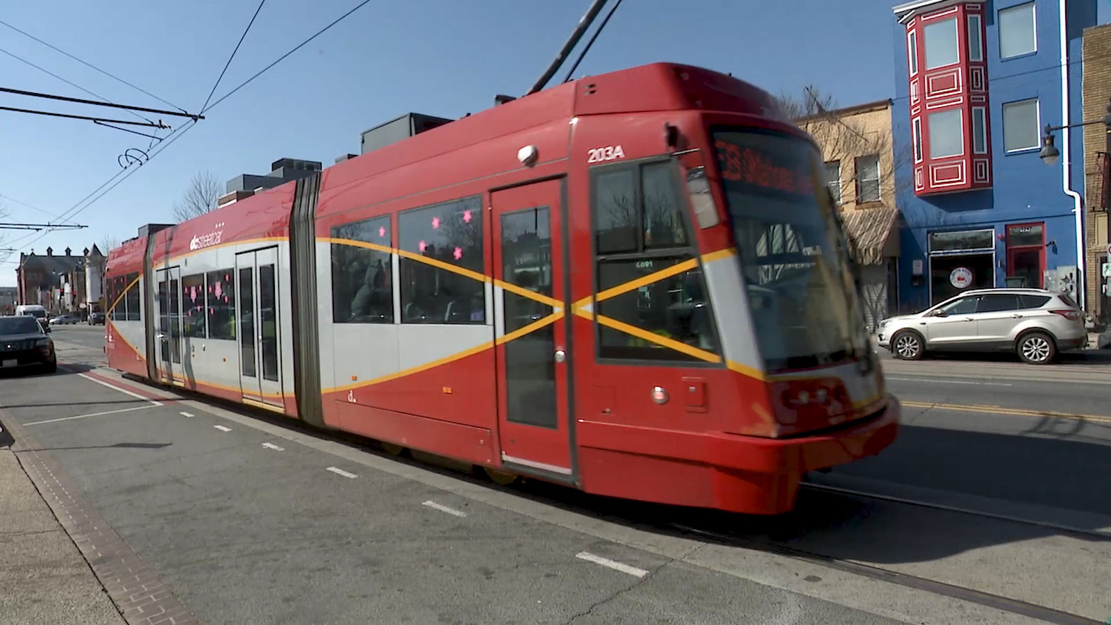 DC's streetcar travels down H Street in the nation's capital (Photo: Alex Brauer, Sinclair Broadcast Group)