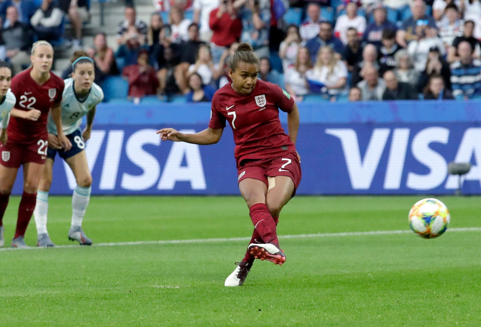 England's Nikita Parris, center, fails to score a penalty goal during the Women's World Cup Group D soccer match between England and Argentina at the Stade Oceane in Le Havre, France, Friday, June 14, 2019. (AP Photo/Alessandra Tarantino)