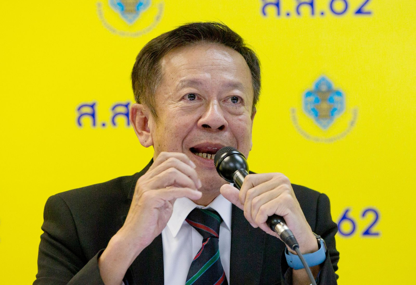 Charoongwit Poomma, Secretary-General of Election Commission speaks during a press conference in Bangkok, Thailand, Monday, March 25, 2019. Election Commission said it will announce the results of 350 constituency seats later Monday but full vote counts, which are needed to determine the allocation of 150 other seats in the House of Representatives, won't be available until Friday. (AP Photo/Gemunu Amarasinghe)