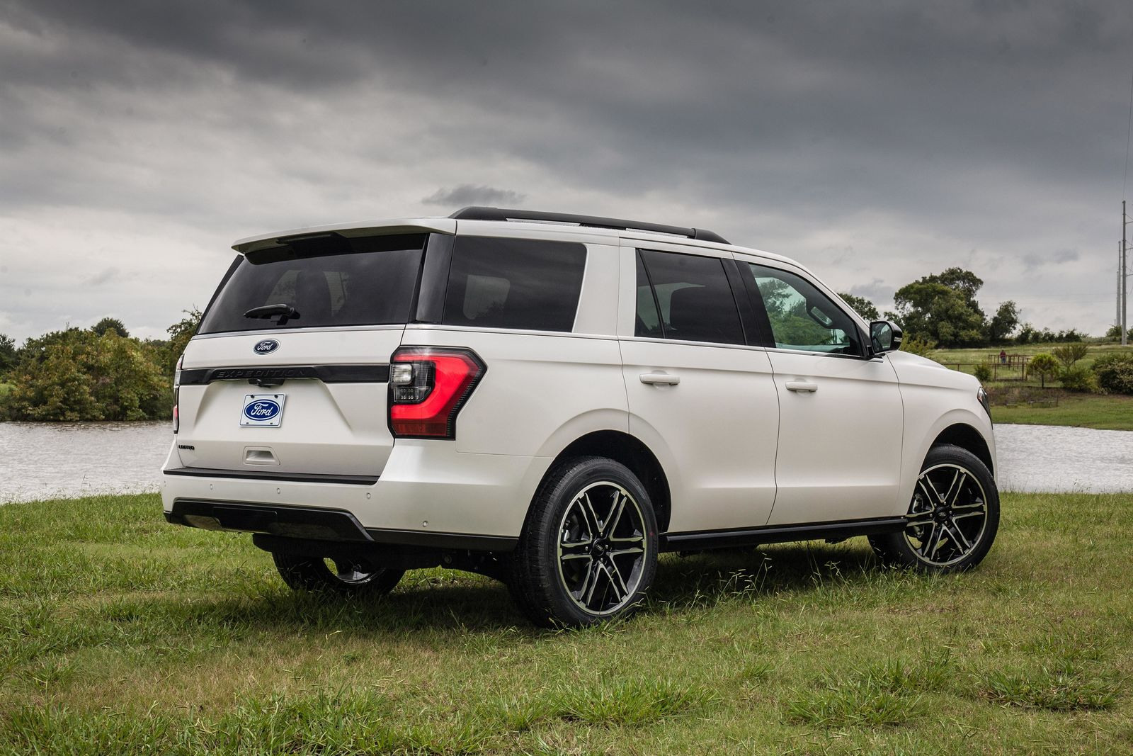 2019 Ford Expedition Stealth Edition{ } (Photo: Ford)