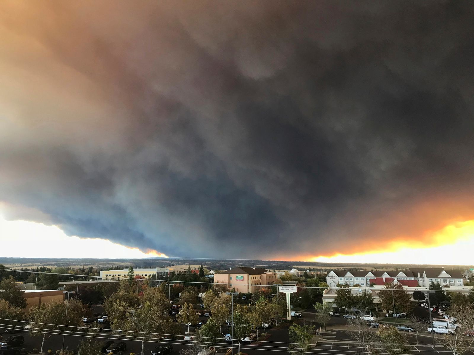 The massive plume from the Camp Fire, burning in the Feather River Canyon near Paradise, Calif., wafts over the Sacramento Valley as seen from Chico, Calif., on Thursday, Nov. 8, 2018. (David Little/Chico Enterprise-Record via AP)