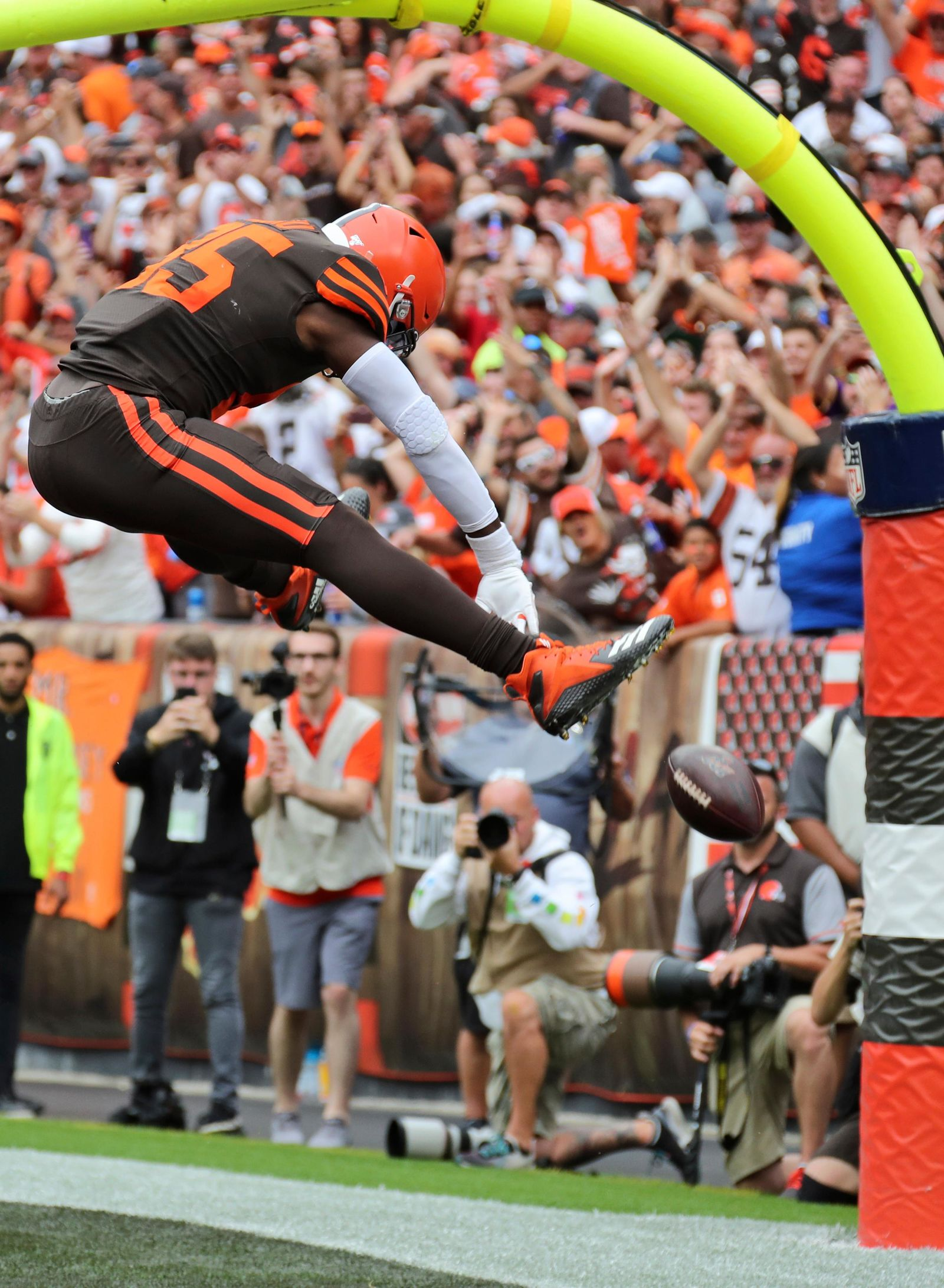 Cleveland Browns tight end David Njoku celebrates after scoring a 3-yard touchdown during the second half in an NFL football game against the Tennessee Titans, Sunday, Sept. 8, 2019, in Cleveland. (AP Photo/Ron Schwane)