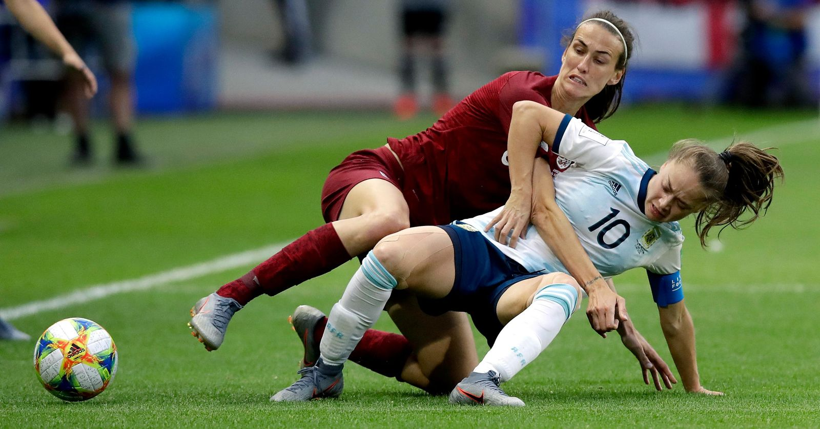 Argentina's Estefania Banini, left, and England's Jill Scott, right, challenge for the ball during the Women's World Cup Group D soccer match between England and Argentina at the Stade Oceane in Le Havre, France, Friday, June 14, 2019. (AP Photo/Alessandra Tarantino)