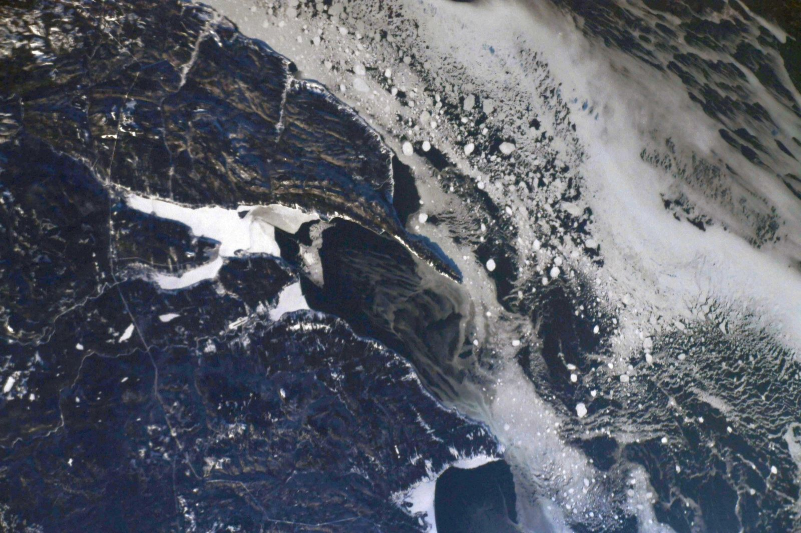 Gasp? Bay in the ice. The cliffs in @ForillonNP cast shadows that are easy to spot! (Photo & Caption David Saint-Jacques, NASA)