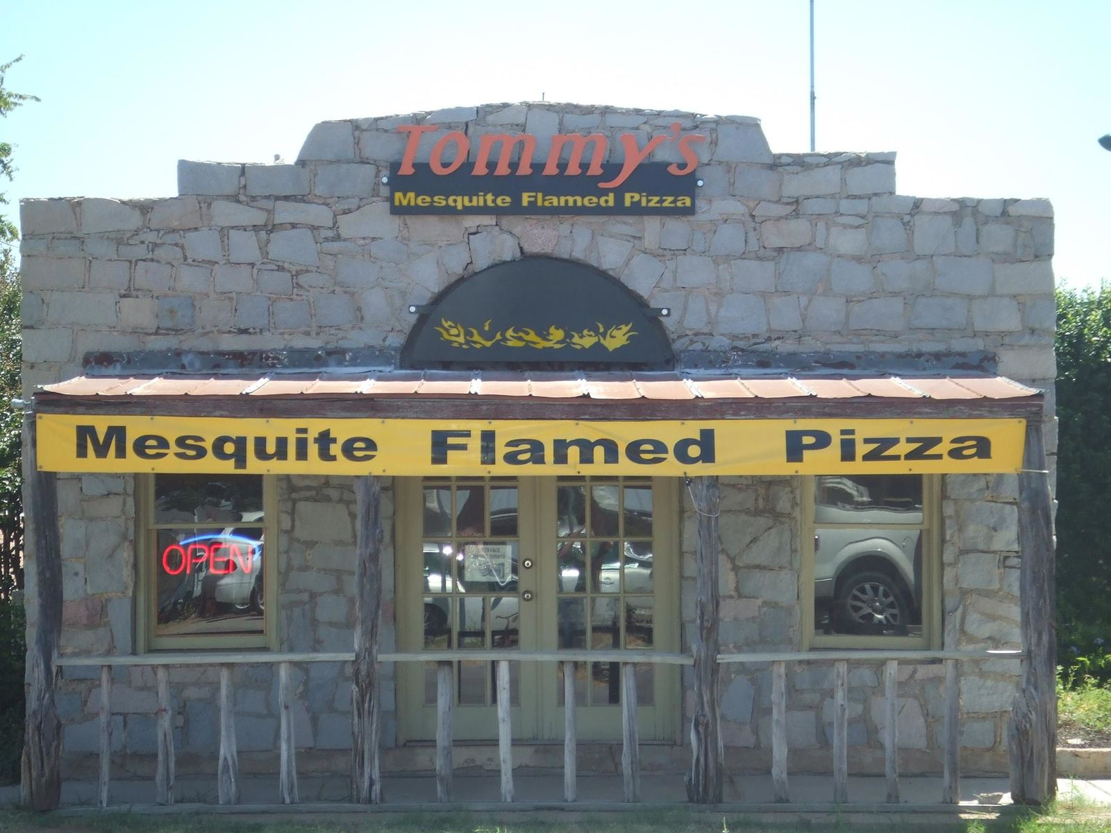 Tommy's Mesquite-Flamed Pizza in Llano, Texas