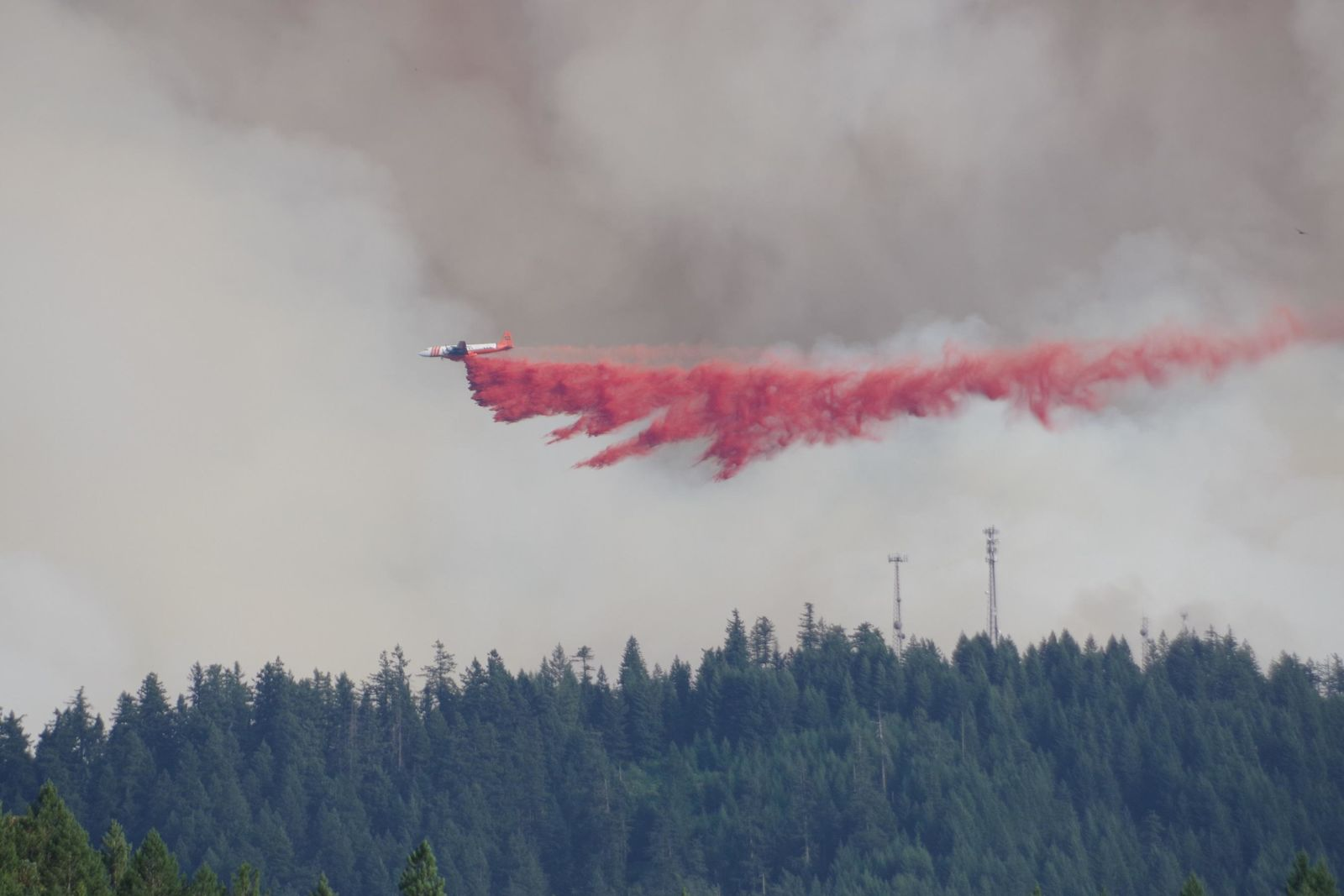An airplane drops retardant on the Milepost 97 fire near Canyonville, Oregon. (Photo: InciWeb)