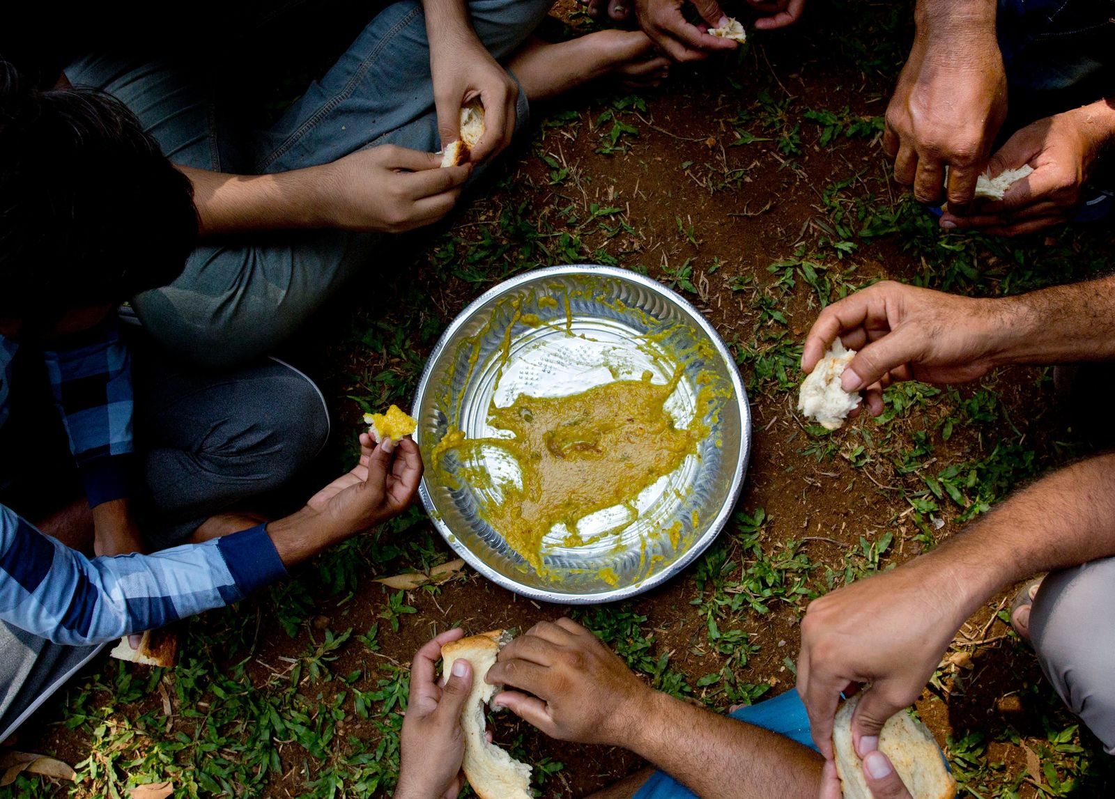 Ahmadi Muslim refugees eat a meal at a community center that they took refuge in Pasyala, north east of Colombo, Sri Lanka, Thursday, April 25, 2019.{ } (AP Photo/Gemunu Amarasinghe)