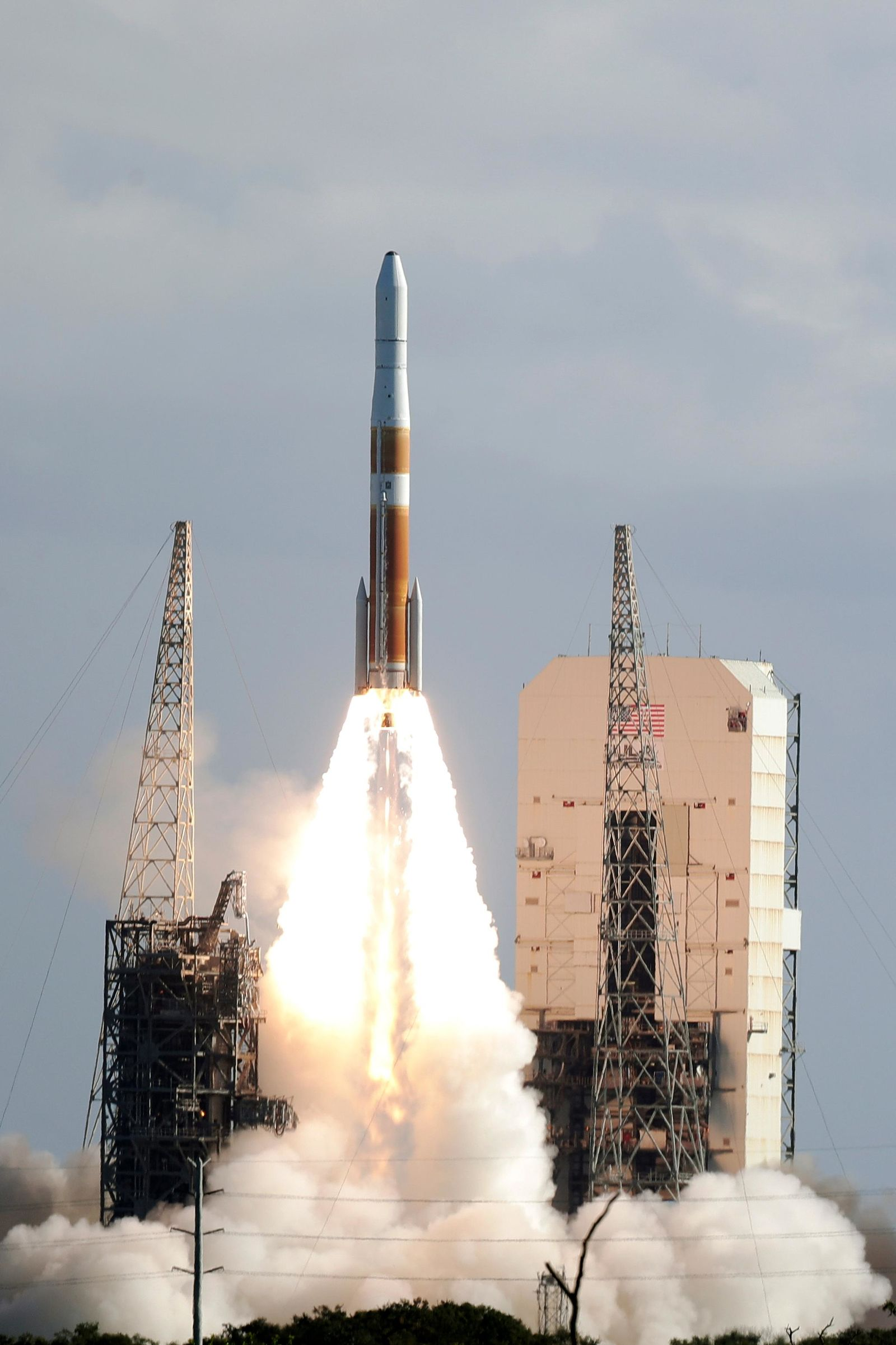 A United Launch Alliance Delta IV rocket lifts off from space launch complex 37 at the Cape Canaveral Air Force Station with the second Global Positioning System III payload, Thursday, Aug. 22, 2019, in Cape Canaveral, Fla. (AP Photo/John Raoux)