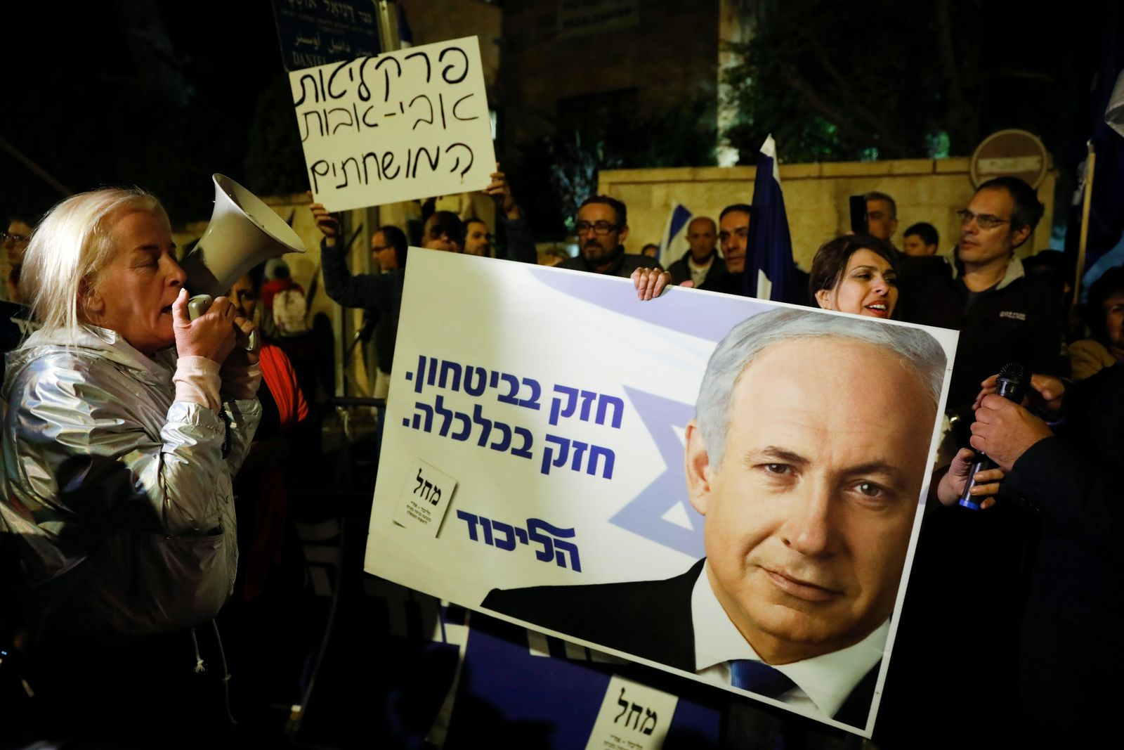 Supporters of Israeli Prime Minister Benjamin Netanyahu gather outside his residence in Jerusalem, Thursday, Nov. 21, 2019.(AP Photo/Ariel Schalit)
