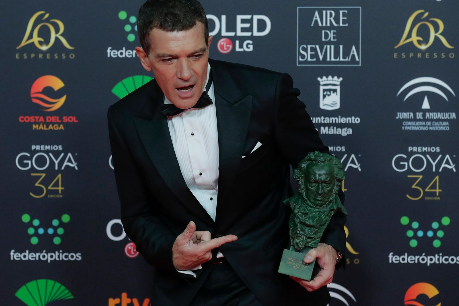 "Spanish actor Antonio Banderas poses with his trophy after winning the best leading actor award for ""Dolor y gloria"" during the Goya Film Awards Ceremony in Malaga, southern Spain, early Sunday, Jan. 26, 2020. The annual Goya Awards are Spain's main national film awards. (AP Photo/Manu Fernandez)"