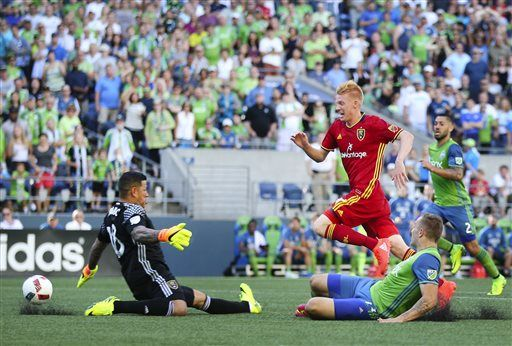Seattle Sounders forward Jordan Morris, right, slides as he tries to direct the ball past Real Salt Lake goalkeeper Nick Rimando, but the shot went wide during the first half of an MLS soccer match Sunday, Aug. 14, 2016, in Seattle. (Lindsay Wasson/The Seattle Times via AP)