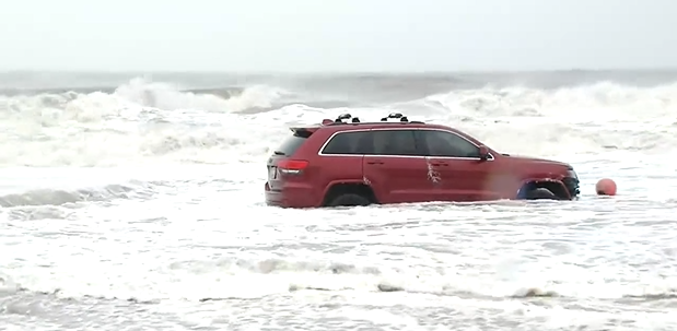 Car stuck on Atlantic Ocean (Kathleen Serie/WPDE)