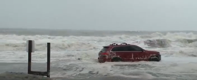 Car stuck on Atlantic Ocean in Myrtle Beach as Dorian hits (WPDE)