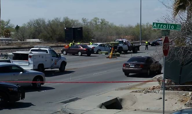 One person dead, 2 critically injured after two-vehicle crash in west El Paso<p></p>