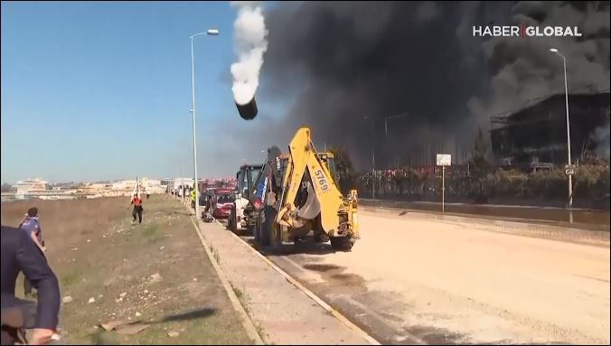 Chemical factory explosion in Turkey. (CBS Newspath)