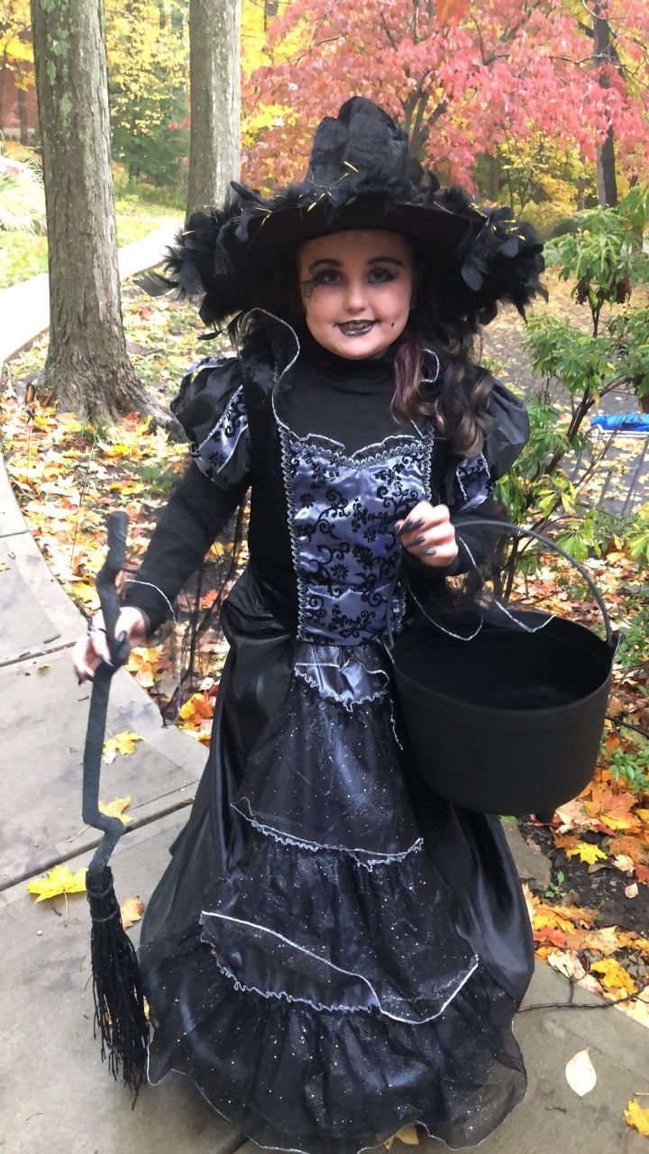 Madelyn's witch got lots of looks tonight:) - Madelyn Turner