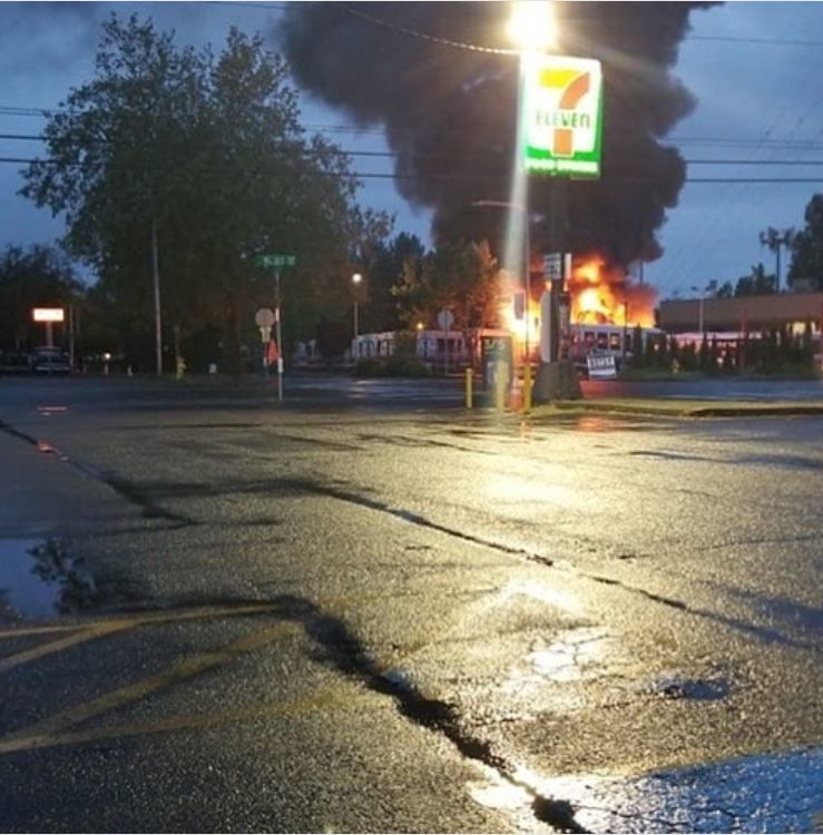 2 access buses go up in flames at a Shoreline parking lot (Photo: Nicole Hein via Shoreline Fire)