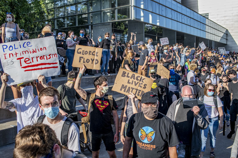 A couple hundred protesters rallied at the Federal Courthouse in downtown Eugene, Oregon, at 5 p.m., Tuesday. The protesters marched to the jailhouse and then on to Kesey Square at West Broadway and Willamette before returning to The courthouse. Photo by Denise Silfee