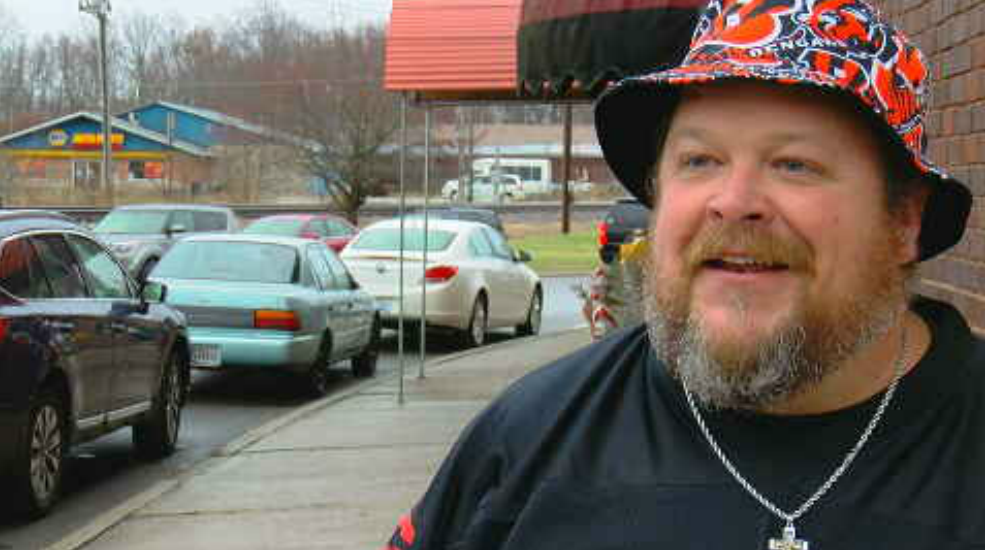 Bengals Fan Leaves Roof After Team S First Season Win Katu