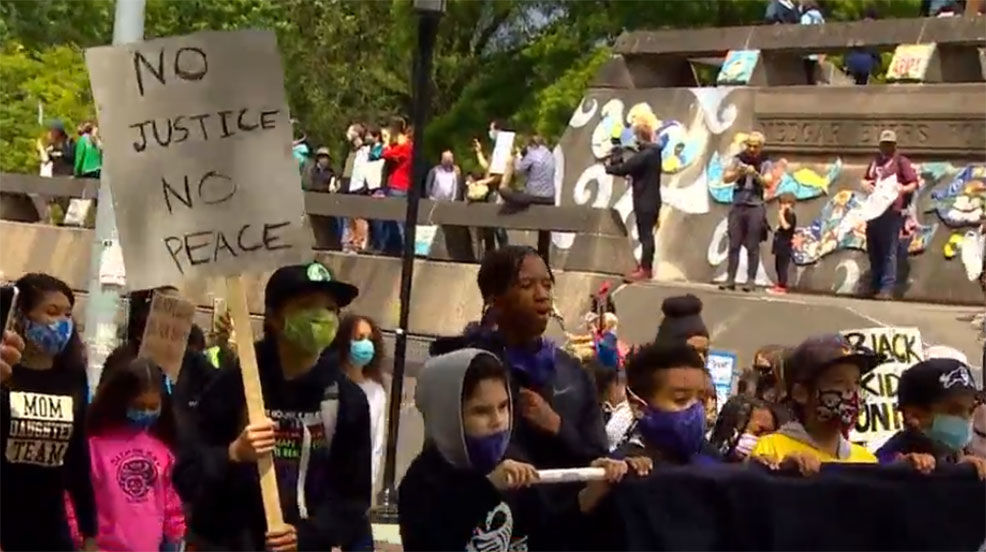 Thousands gathered for the Seattle Children's March on Saturday. (KOMO News)